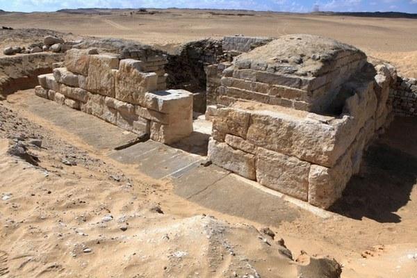 Českí a slovenskí vedci objavili hrobku neznámej egyptskej kráľovnej